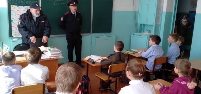 Встреча с учащимися Ивановской школы. Вершков С.В. и Роговцев С.А.